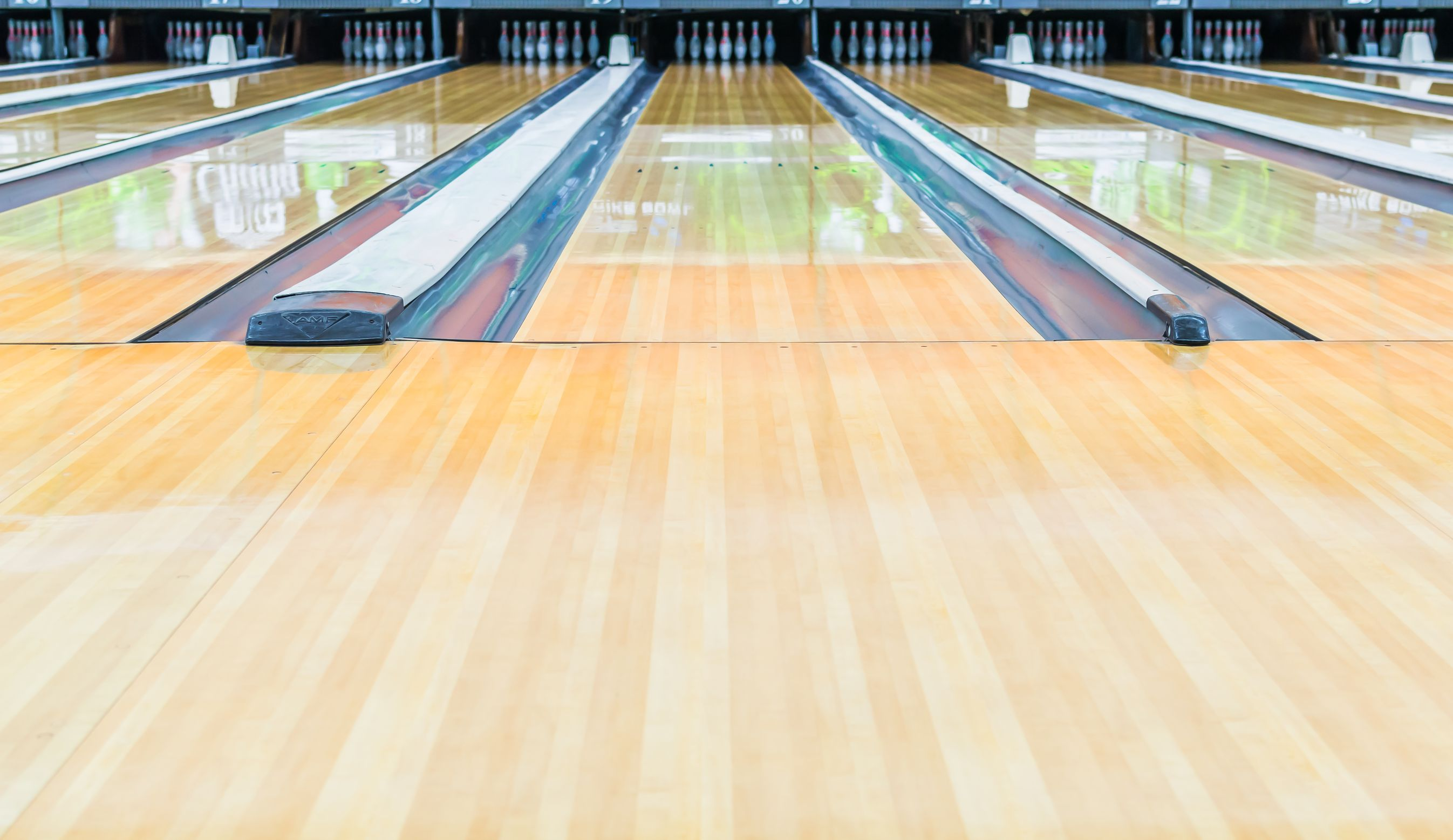 21398091 Bowling Alley With Surface Polished With Wax